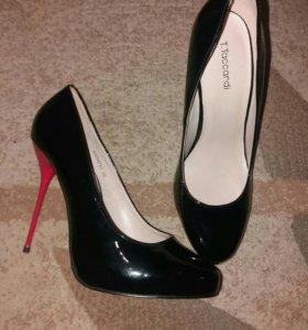 Лакированные туфли( новые)