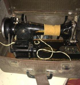Швейная машинка 2М с ножным приводом