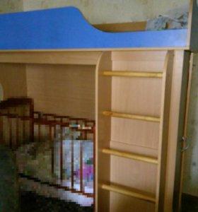 Продам кровать с встроенным шкафом.