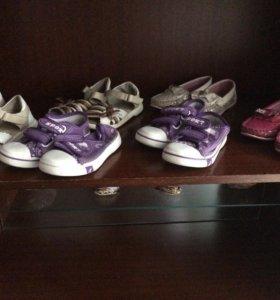Обувь для девочек близняшек