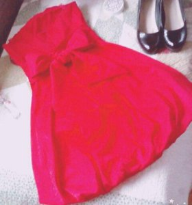 Красное крутое платье