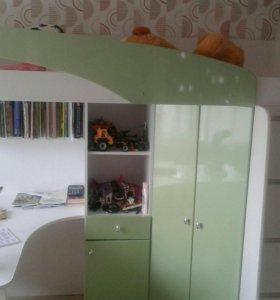 Детская кровать+стол+шкаф