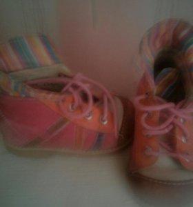 Ботинки осенние из кожи.