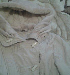 Женская куртка демисезонная.
