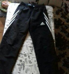 Штаны Adidas.