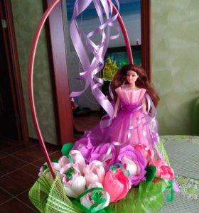 Кукла из конфет, букет с мишкой