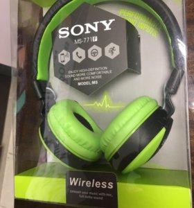 Беспроводные наушники с гарнитурой Sony.