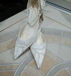 Туфли 37 р.одеты один раз.