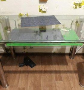 Обеденый стол