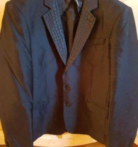 Мужской пиджак с атластными вставками