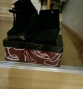 Замшевая женская обувь.