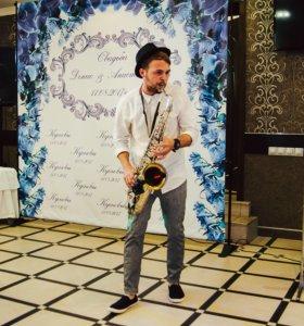 Саксофонист, живая музыка
