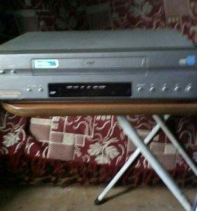 Видеомагнитофон LG и много кассет...