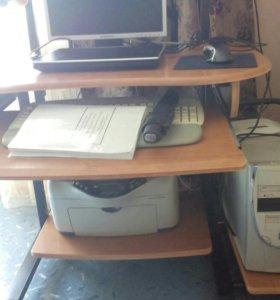 Компьютерный стол.компьютор.монитор.сканер.колонки