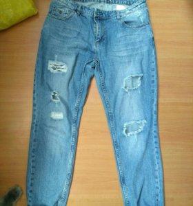 Рваные бойфренд джинсы