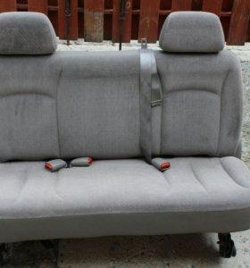 Заднее тройное сиденье на dodge caravan