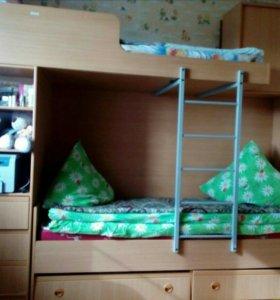 Двухъярусная кровать с ортопедическими матрасами и