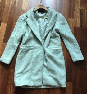 Пальто женское мятного цвета