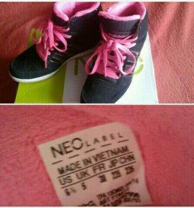 Кроссовки Adidas оригинал.