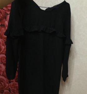 Платье черное с оборкой 38