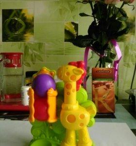 Милая игрушка жираф Playskool и лягушечки