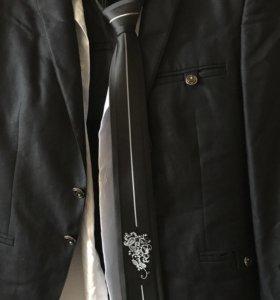 Костюм (брюки, пиджак, рубашка, галстук)