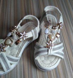 Продам детские сандалии(26р)