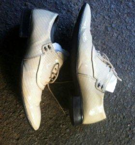 Туфли бежевый лак