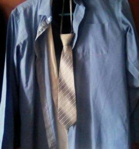 Две рубашки,галстук и жилетка.