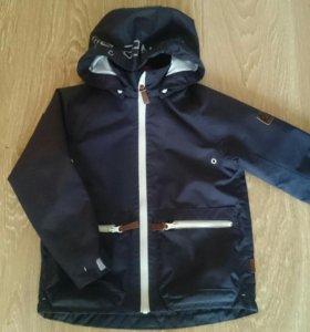 Продам куртку (ветровка) Reima