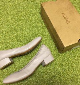 Женские туфли Born, новые