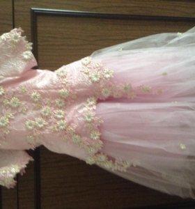 Платье для праздника на 5 - 7лет