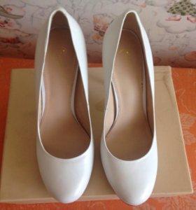 Туфли белые 37-38 размер