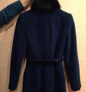 Пальто шерстяное с натуральным мехом( воротник)