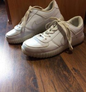 Светящиеся кроссовки 38 размер