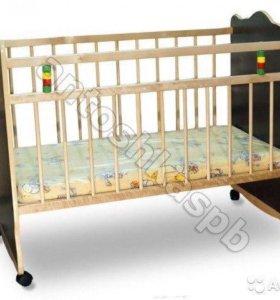Кровать детская на колесиках и с маятником