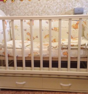 Кроватка детская и Комод пеленальный