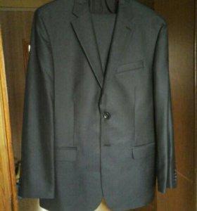 Продам мужской костюм + рубашка и галстук в подаро