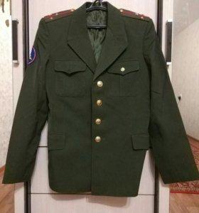 Военная форма: китель, куртка, брюки, рубашка.