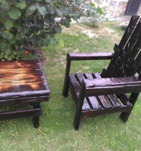 Кресло и столик