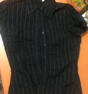 Рубашки чёрная и белая
