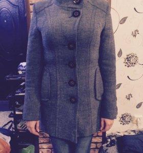Женское пальто 42р