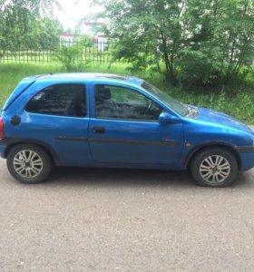 Автомобиль Опель Корса 1997.