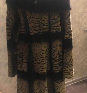 Шуба с норковой отделкой капюшона