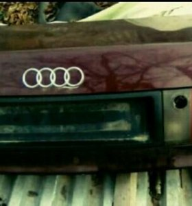 Крышка багажника Audi 80 B4 с фарой.