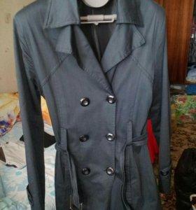 Плащ, пальто,куртка.