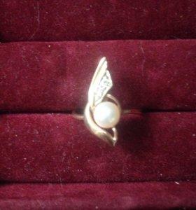 Кольцо золото с брюликами и жемчугом