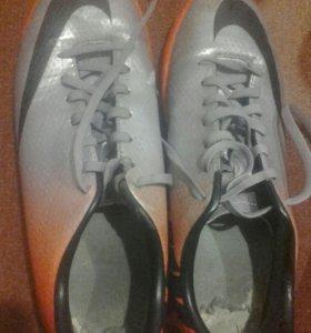 Продам оригинальные найковские кросовки