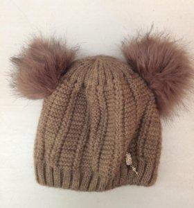 Зимняя шапка с ушками-помпонами