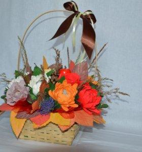 Осенний букет в корзинке с хризантемами